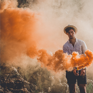 80026 Smoke Device Orange Oranje Rook Orange Smoke Oranje Rookbom Rookfakkels België Oranje Rookfakkel Vulcan Europe Orange Smoke (Unsplash Picture)