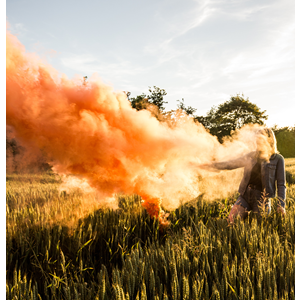 JFS 1 Orange Smoke Fountain Oranje Rook (Unsplash Picture)