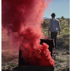 JFS 1 Red Smoke Fountain Rode Rook (Unsplash Picture)